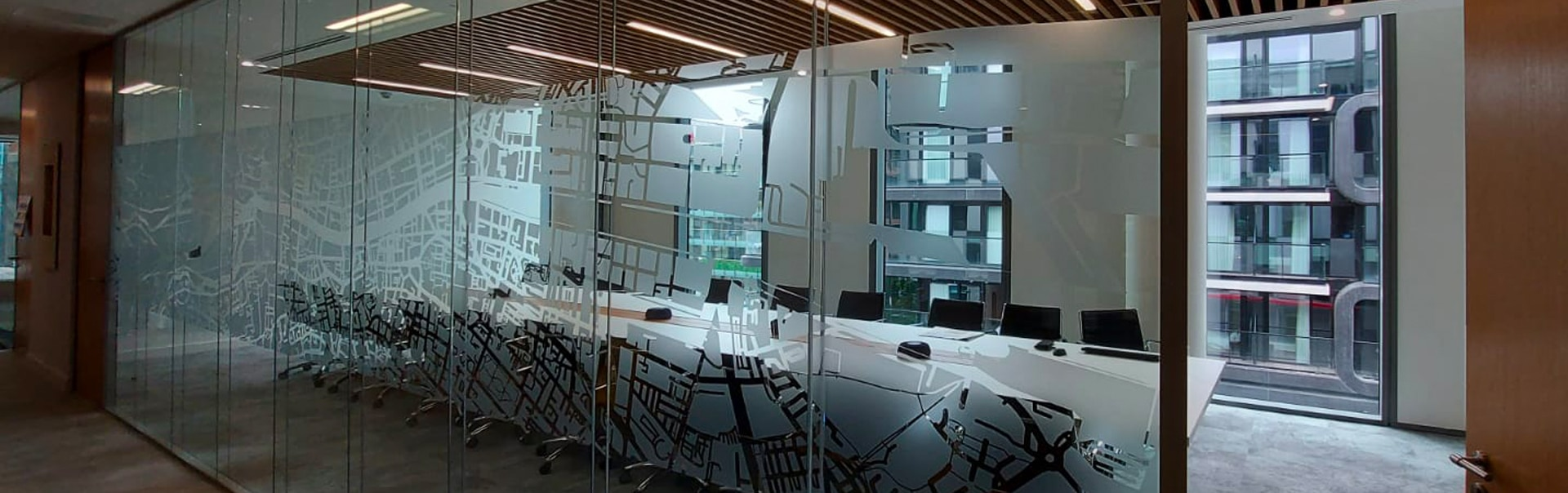 Screen windows in creative ways with Clear PET manifestations